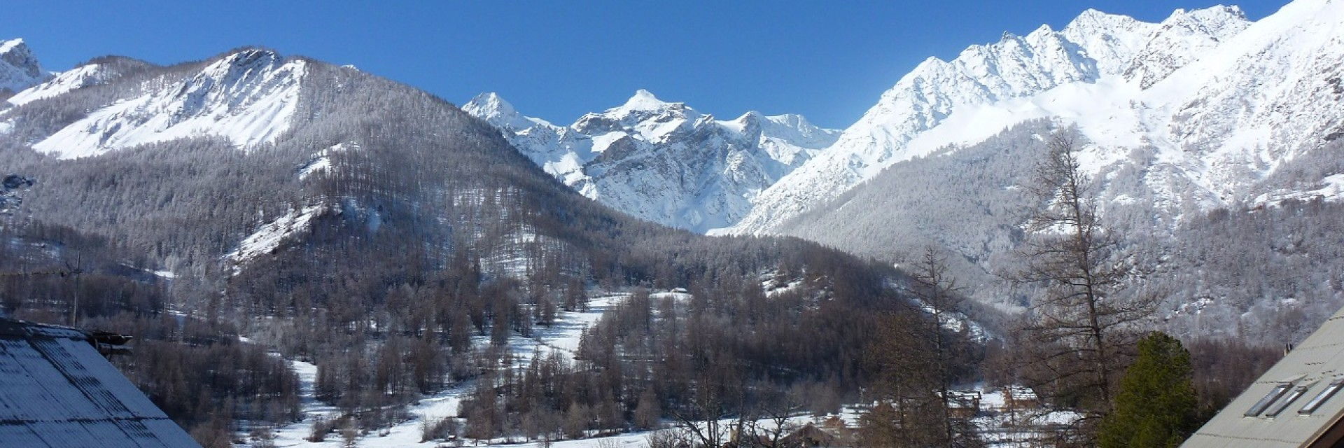vue sur les montagnes location appartement serre-chevalier 1500 le monetier les bains meublé vacances confort terrasse vue montagnes